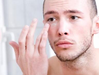 Zmarszczki u mężczyzn - jak sobie z nimi radzić?